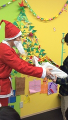 なんとはぴねすにサンタクロースが?! プレゼントをくれました♪  麻生区放課後等デイサービス はぴねす柿生